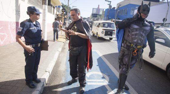 O Batman chega ao bairro
